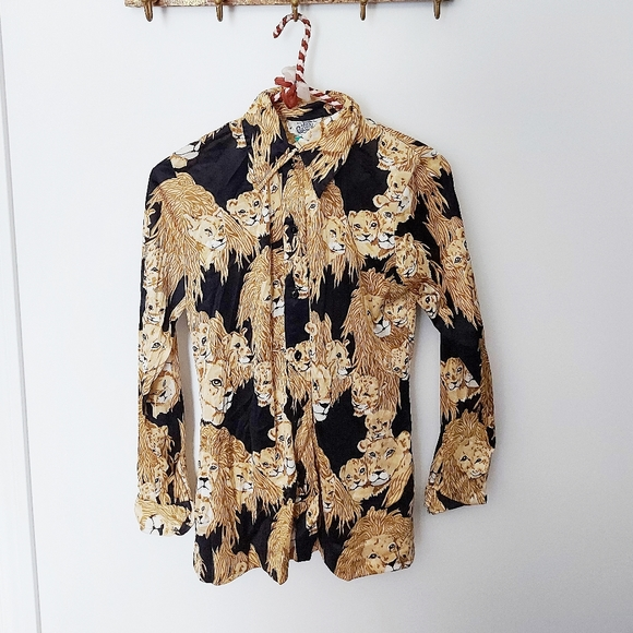 Vintage | second skin button down with lion print